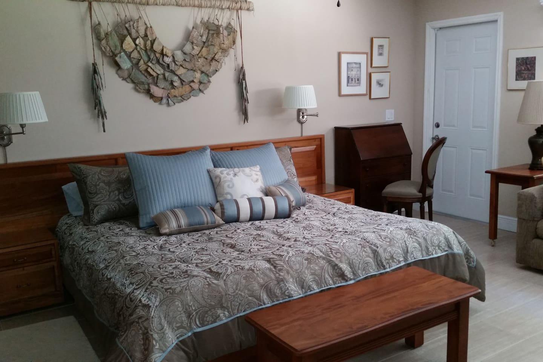 Private Suite.- King size bed, TV, private bath, sofa, desk