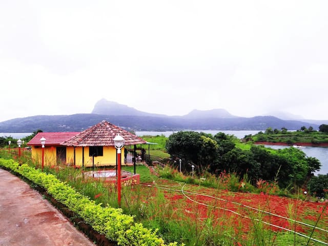 Lake touch villa at Pavana - Lonavala - Huis