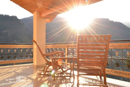 Manali Morning Sunrise - Manali - Bed & Breakfast