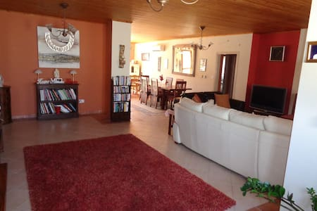 Luxury Bungalow share with Own Bathroom, B&B, Pool - Limassol