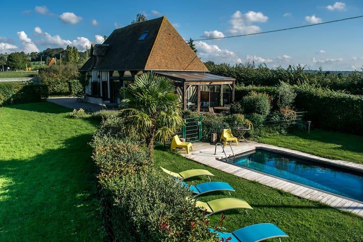 Maison normande à colombages avec piscine chauffée