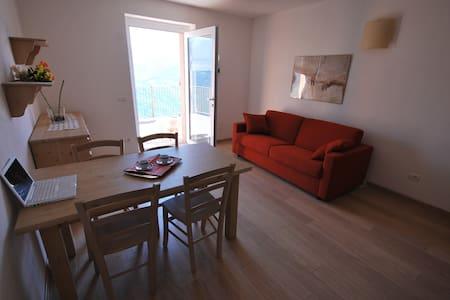 Confortevole Appartamento AlpiRetic - Civo - Andere