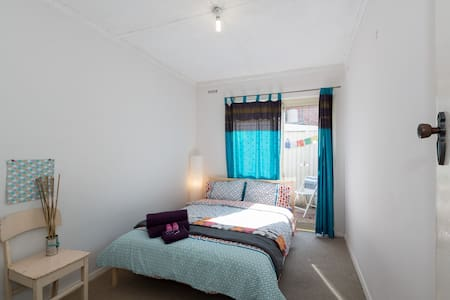 Cheap weekly stay+walk to the beach