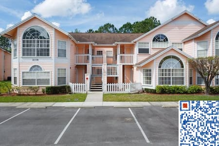 This is a cozy furnished suite room at quiet、amazing Royal Bay comminity with GYM,POOL,KID PLAYGROUND and everything you desire for. There is a great pond view from this 3BD condo. 10-20 mins to all Disney theme parks, outlets,attractions,amenites.