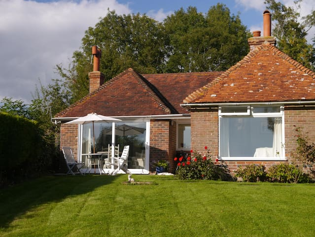 Rural cottage with gorgeous view - Wittersham - Casa