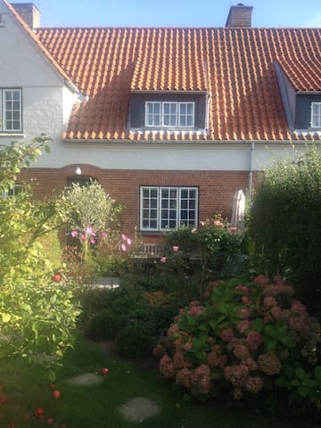 Lovely 3 storey house close to Cph - Vedbæk - Huis