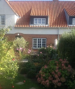 Lovely 3 storey house close to Cph - Vedbæk - House
