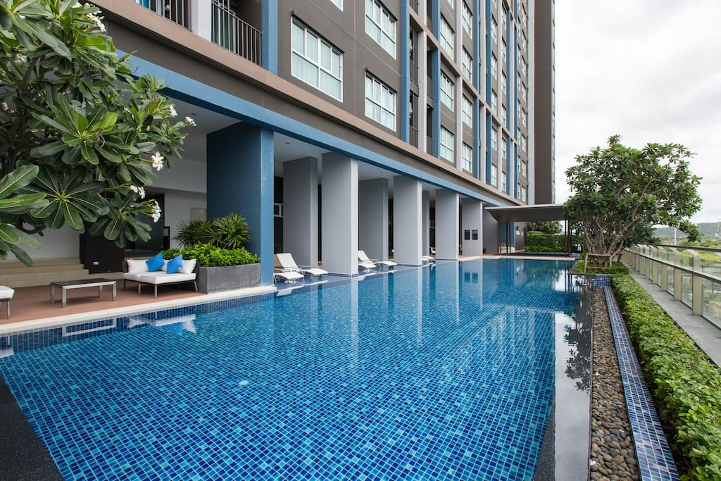 Outdoor swimming pool on 5th floor.