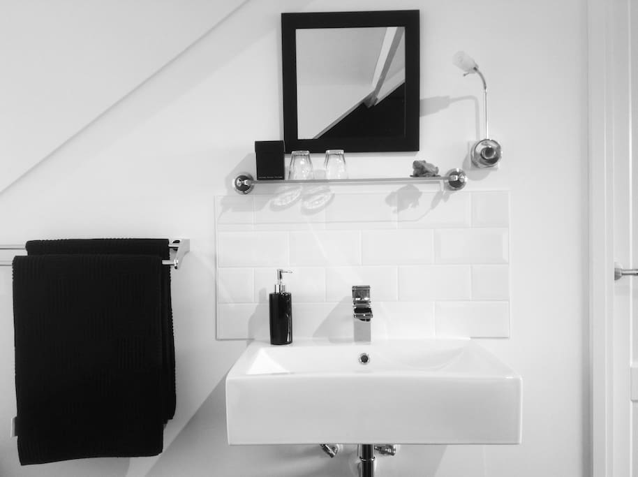 Modern sink with hot and cold 'ledlight' water in your room. And big quality towels.