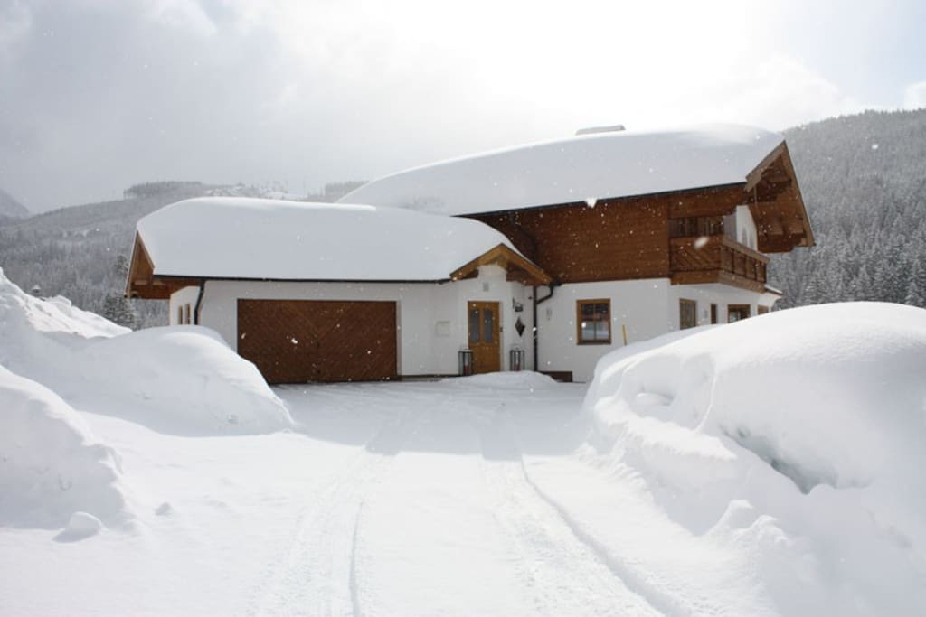Driving up to Chalet Filzmoos in Ski Amade in winter perfect for your Austria holidays.