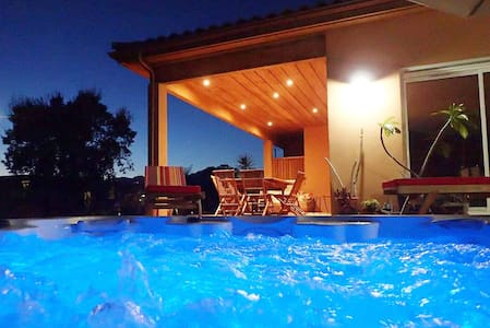 Villa with jacuzzi, walking distance from beach