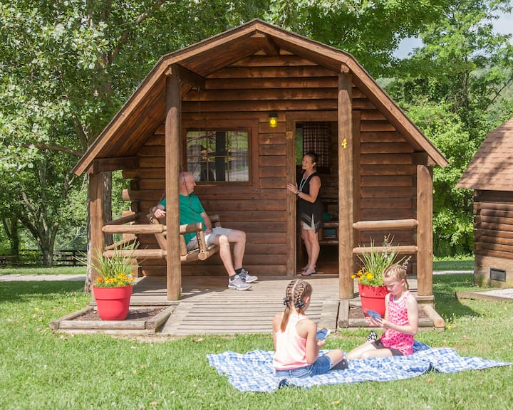 Cozy, rustic cabin in beautiful central Kentucky!