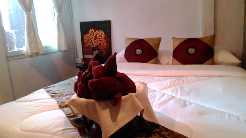 Queen size bed private room : MA-A - Chang Khlan - House