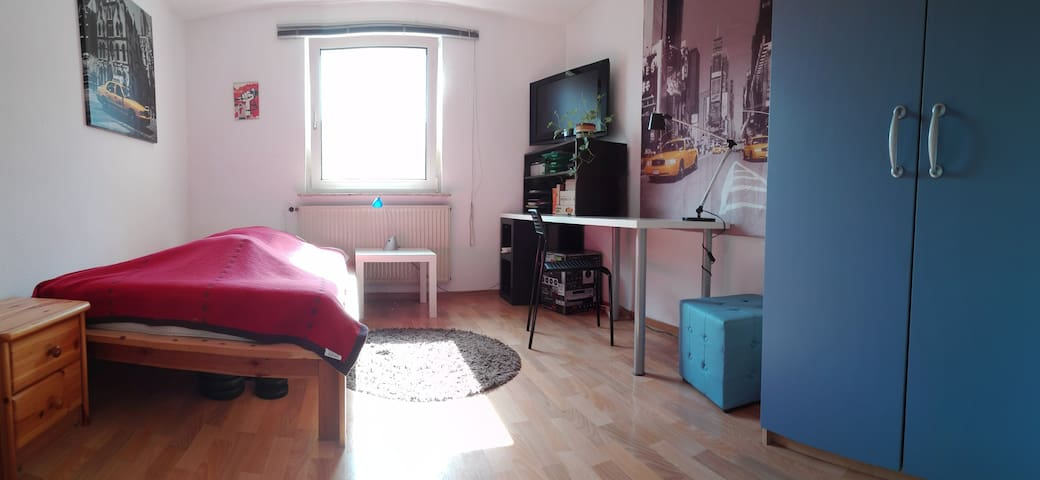 Cozy private room in a flat share - Darmstadt - Departamento