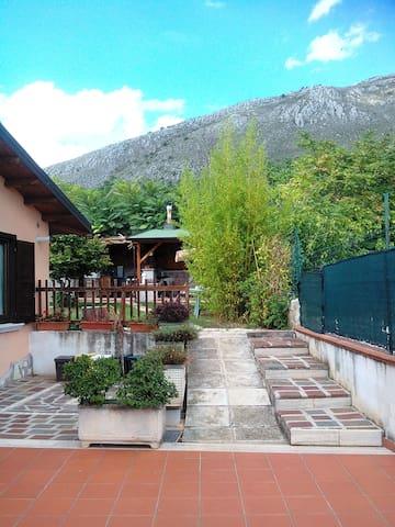 Grottino  (80mq), con giardino in collina - Avezzano - Villa