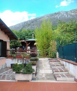 Grottino  (80mq), con giardino in collina - Avezzano