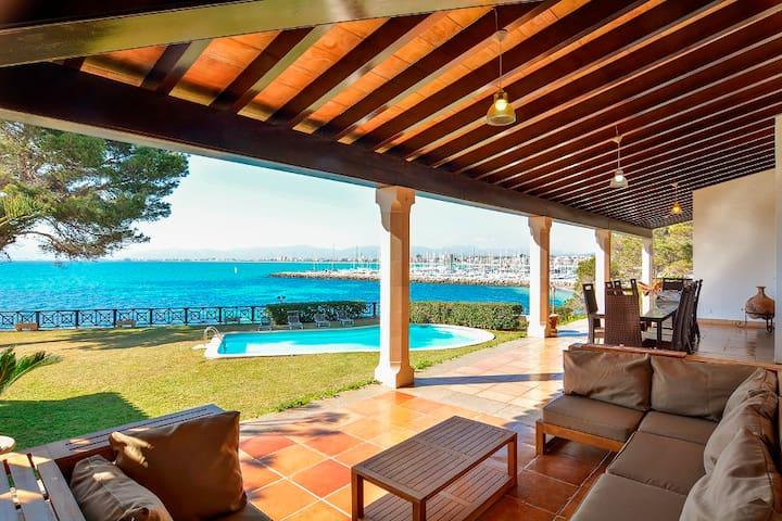 Primera linea de mar, Villa  en Son Veri Nou