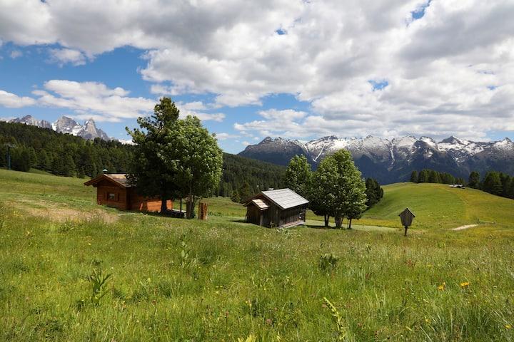 Chalet El Baitel - cuore romantico dell'Alpe Lusia