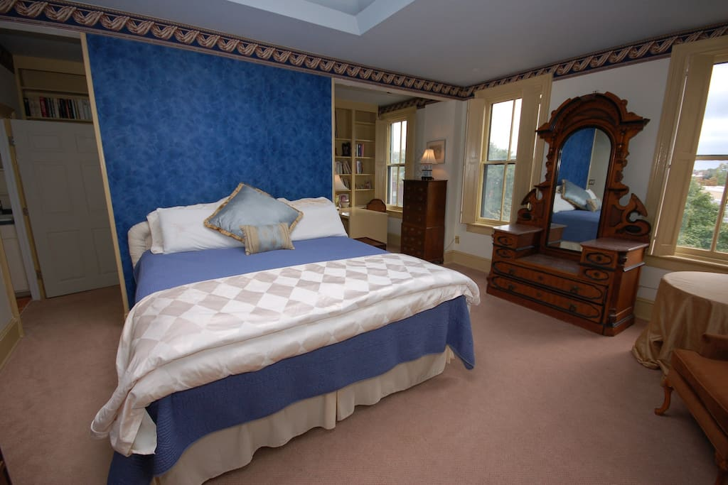 King size bed, private 3rd (top) floor of the house