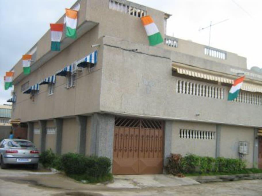 Villa 5p climatisee petite piscine maisons louer for Abidjan location maison