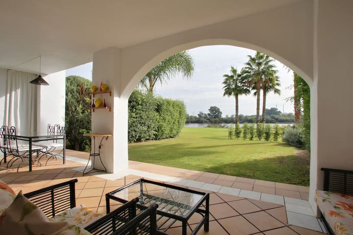 Luxury apartment, private garden, beach, wifi, A/A - San Roque - Lägenhet