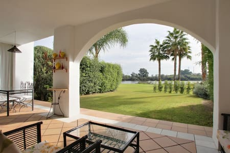 Sotogrande luxury apartment, private garden, wifi - San Roque - Leilighet