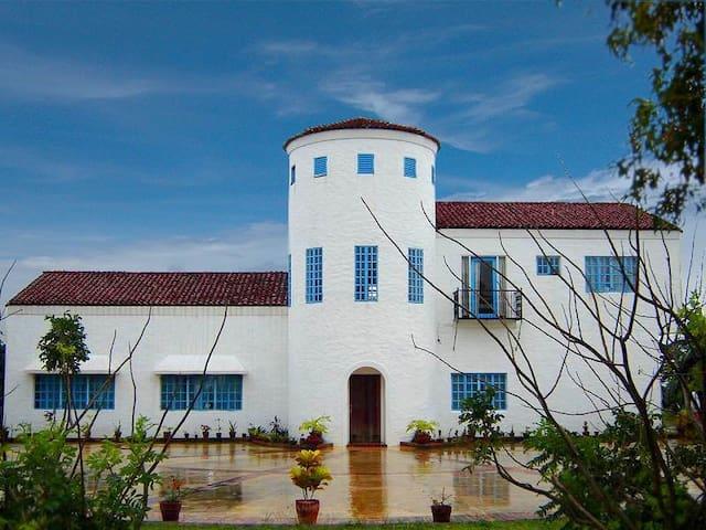 Casa Santa Barbara Villa (Villa Bohol)