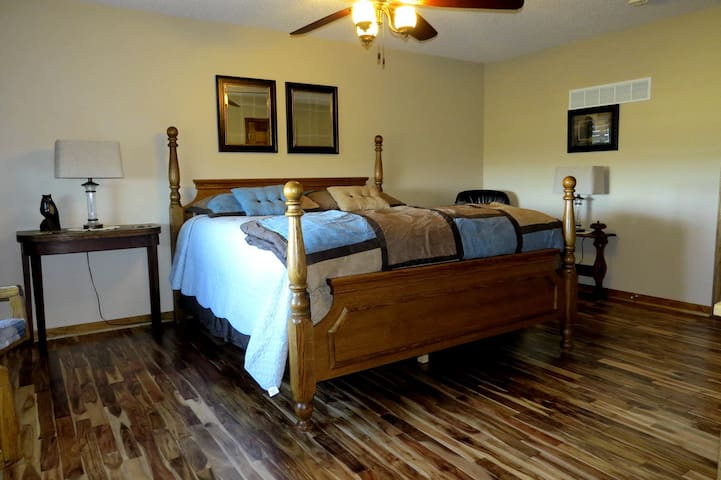 Scenic Ridge - suite in the country - Ray County - Huis