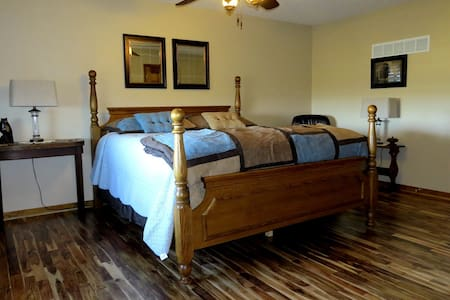 Scenic Ridge - suite in the country - Ray County - Maison