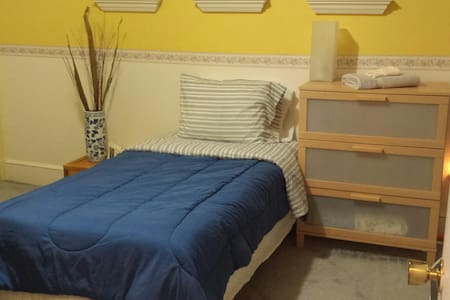 Clean, Safe & Close to University of New Haven! - West Haven - Rumah