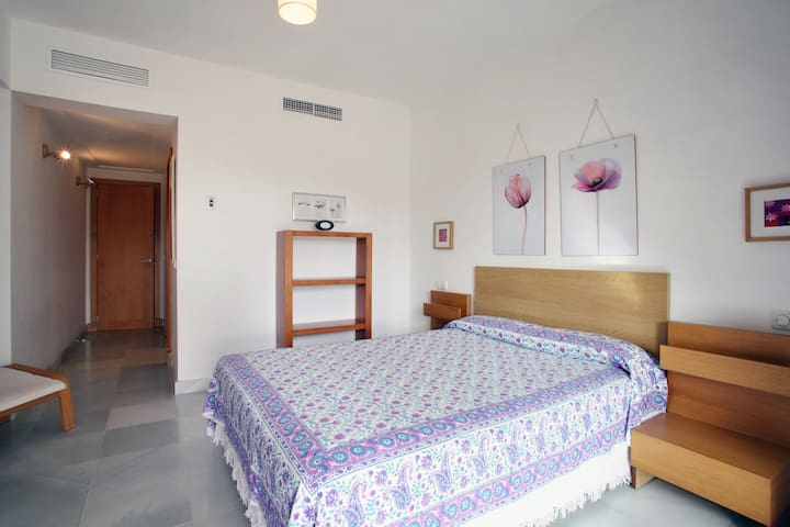 Luxury apartment, private garden, beach, wifi, A/A - San Roque - Appartement
