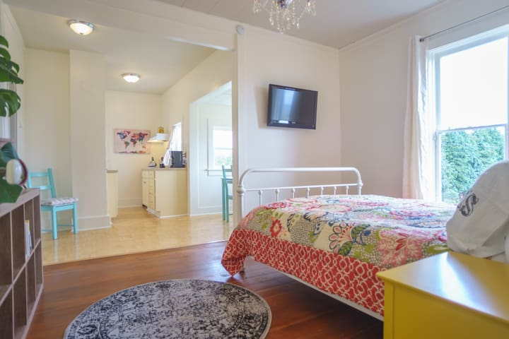 3 blocks to downtown! Self check in studio - Port Townsend - Apartamento