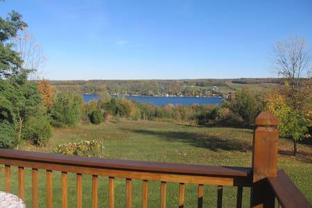 Chalet overlooking Keuka Lake - Penn Yan