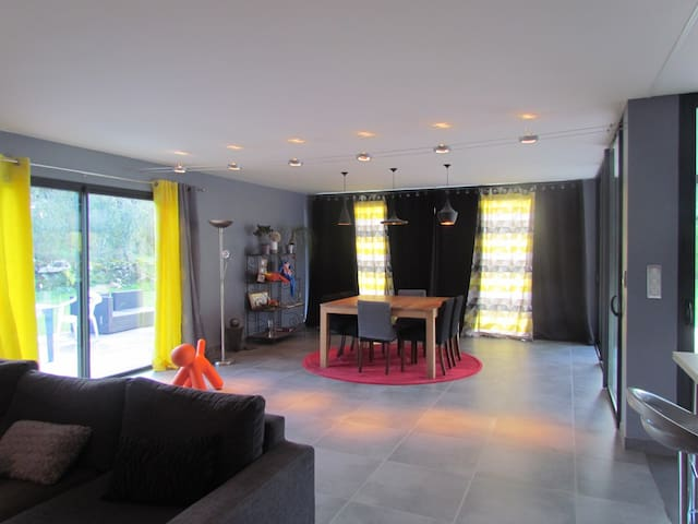 Maison contemporaine de plain-pied - LIVERNON