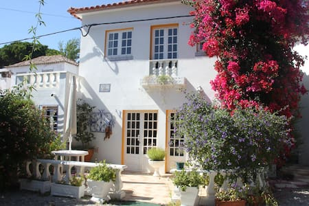 Country villa close to the beach - Caparica - วิลล่า