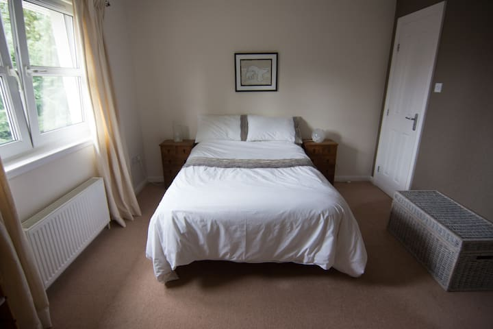 Comfy room with ensuite near Loch Lomond