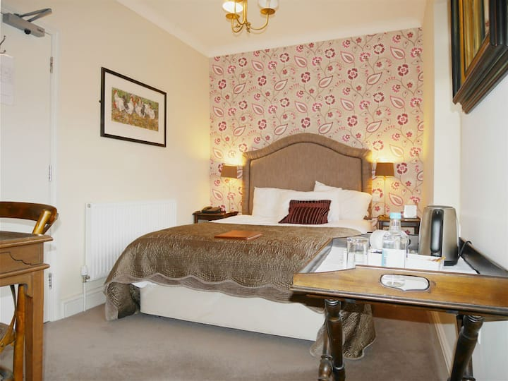 Double Room Comfortable Ensuite @The Angel Hotel