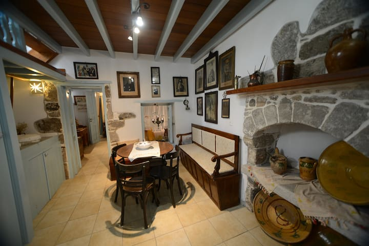 Old traditional house - Mandraki