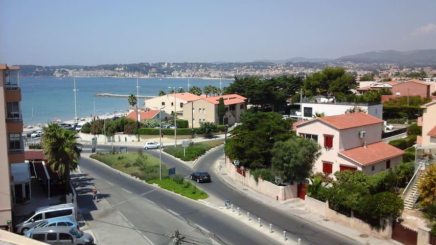 l Athéna vue sur la jolie baie de Sanary - Six-Fours-les-Plages - 아파트