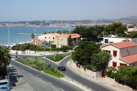 l Athéna vue sur la jolie baie de Sanary - Six-Fours-les-Plages - Byt