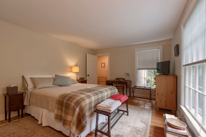 Lovely private bedroom suite - Wayland - Casa