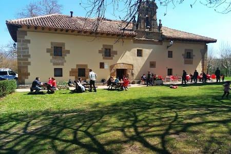 CQ21-habitación entre 6 y 14 plazas - Grañón - Chalet