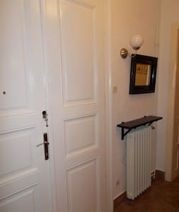 Charming and Historic  Apartment with free Garage - Lakás