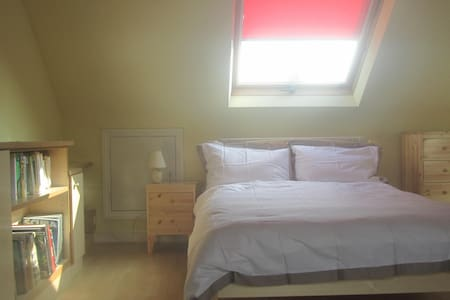 Attic room close to rugby stadium - Twickenham