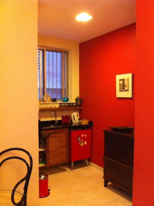 Dinig area serving Living room - upper level