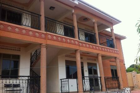 Sha's Homes - Kampala - Apartament