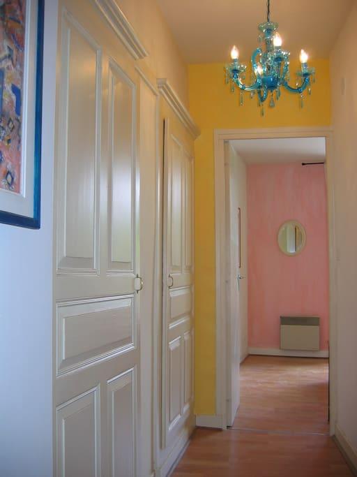 Couloir à l'étage qui dessert les 2 chambres