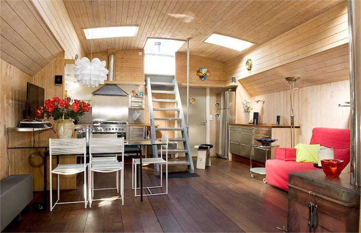Amsterdam Center HouseBoat Caro
