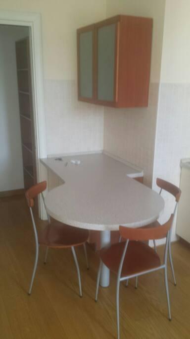 Tavolo con 3 sedie