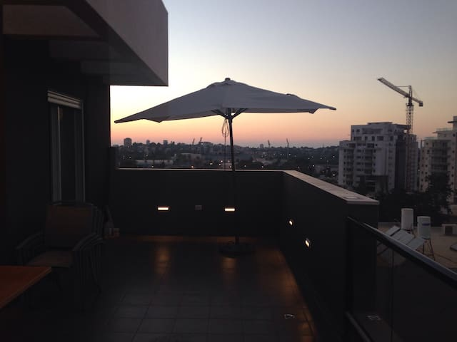 Renovated apartment w huge balcony - Herzliya - Daire